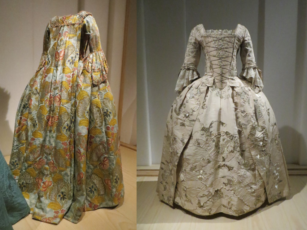 Left: robe à la française. Right: robe a l'anglaise